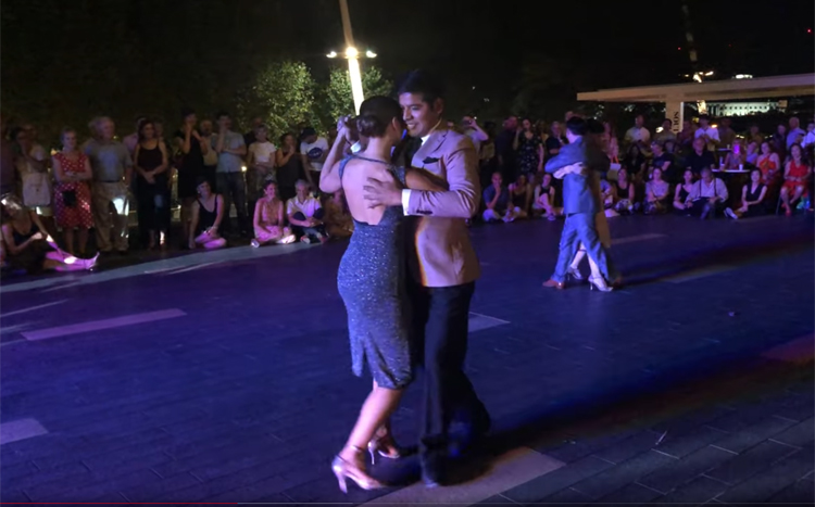 Queer Tango on the Thames performance